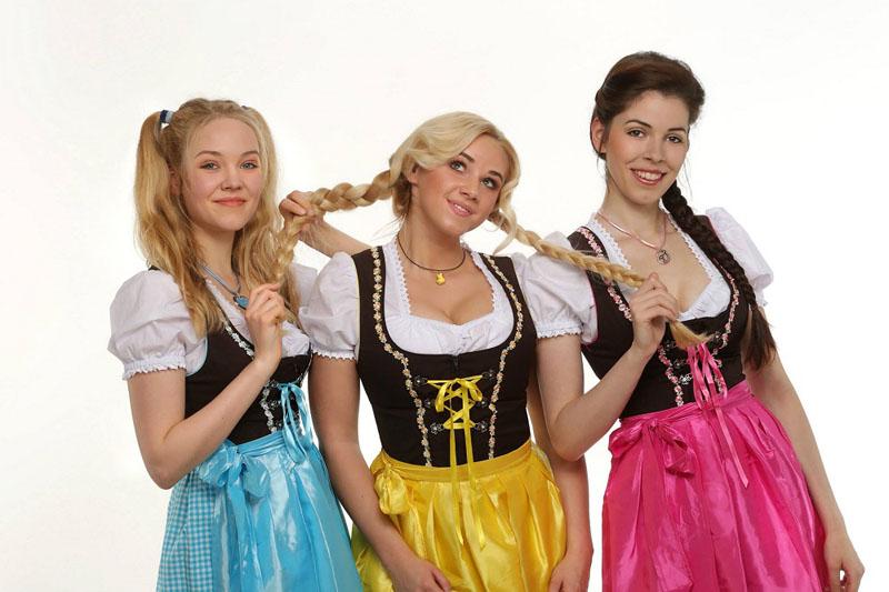 Три немки из группы Heidis Erben поют песню о животных